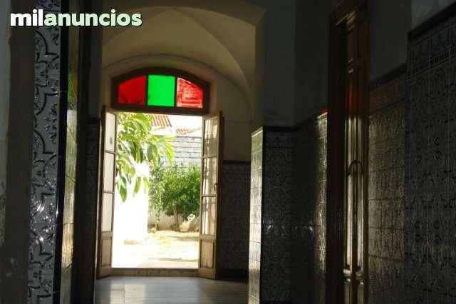 SE VENDE CASA  EN EL CENTRO DE  MONTIJO - foto 2