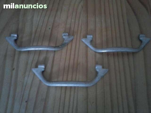 TRES MANECILLAS DE SEAT 600 ALUMINIO - foto 1