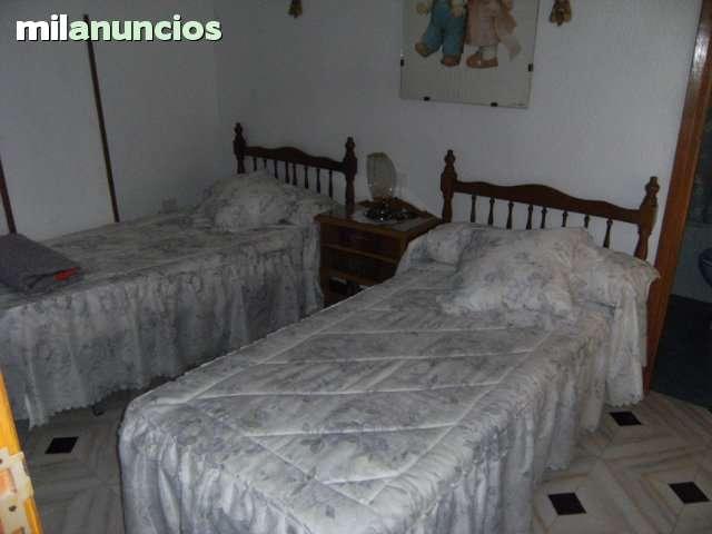 CASA EN LA ZONA FUENTE DE LOS LEONES - foto 5
