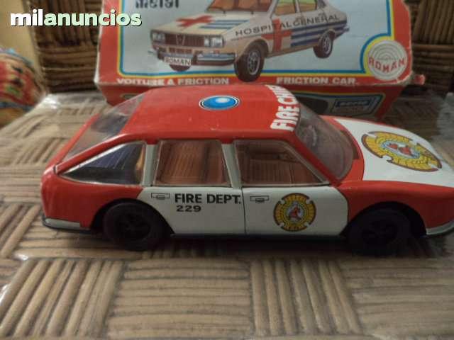 Triunfo TR 7 DHC RHD 1976 metálico beige 1:18 BOS /> Nueva