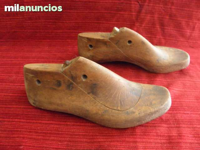 ANTIGUA HORMAS DE ZAPATOS LARGO 24 CMS.