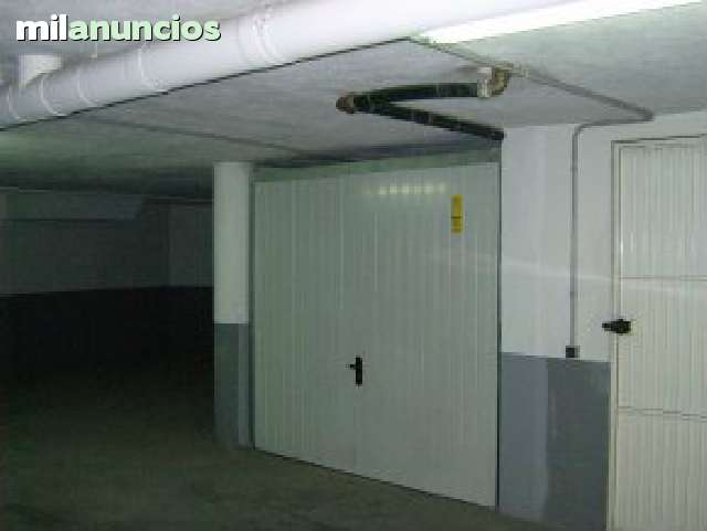 VENDE TRASTERO EN CARBONERAS - foto 1