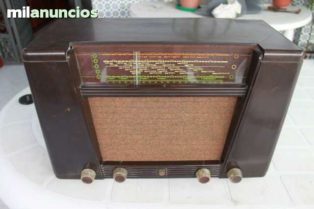 RADIO ANTIGUA PHILIPS BG 414A, AÑO 1951