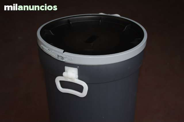 BIDONES USO ALIMENTARIO 50 LITROS 22 € - foto 1