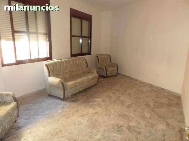 GRAN CASA CON COCHERA - foto 1