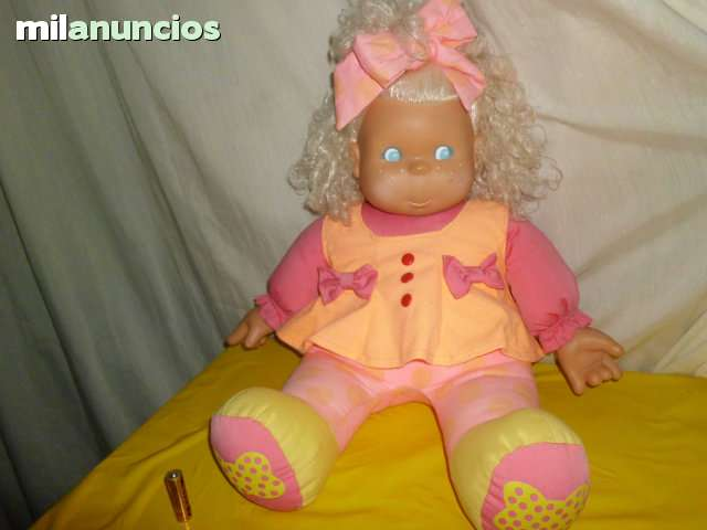 MUÑECA DE FAMOSA MADE IN SPAIN 1992