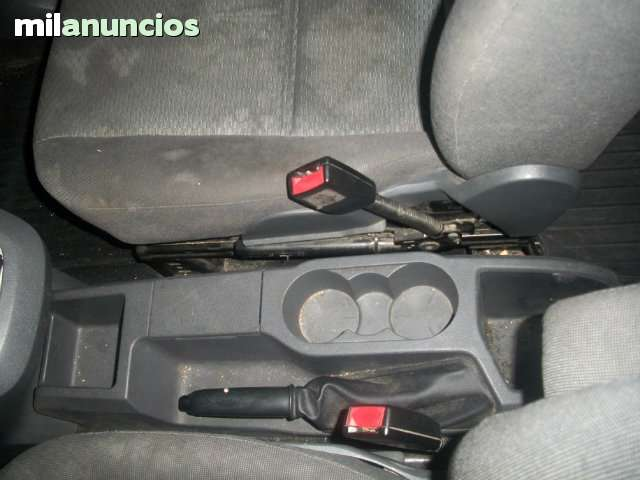 CONSOLA CENTRAL FORD FOCUS C-MAX 2005