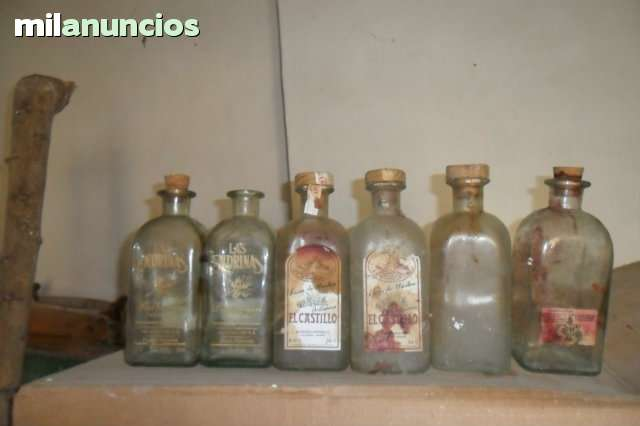 Botellas Antiguas De Licor De Hierbas