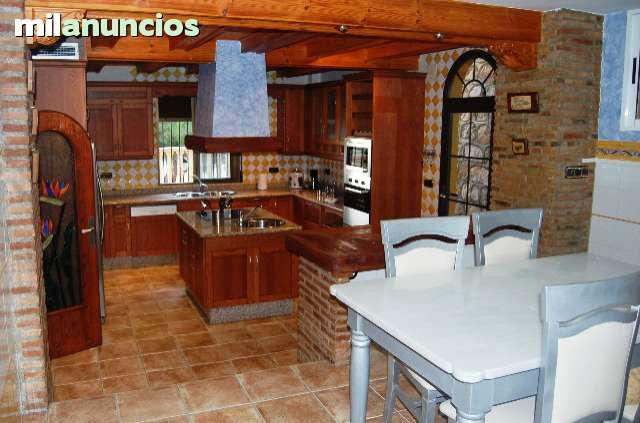 CHALET EN SALOBREÑA - foto 2