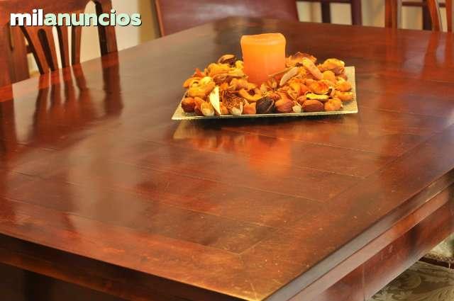 Conjunto mesa comedor clasico. segunda mano