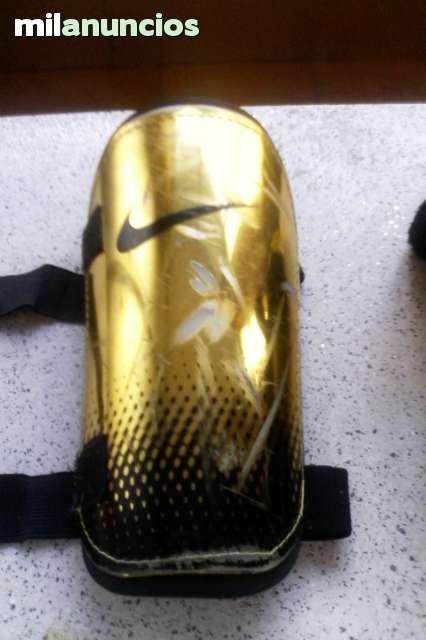 Espinilleras Nike.