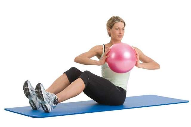 Pilates pequena pelota clase con