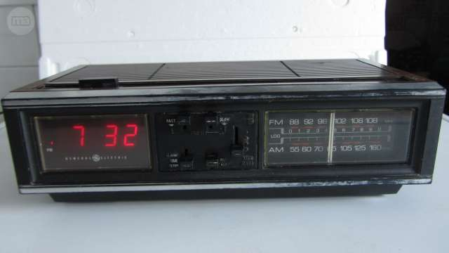 Radio Reloj Antiguo General Electric