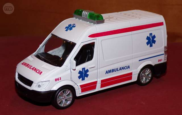 Ambulancia Escala 1:43 En Su Caja