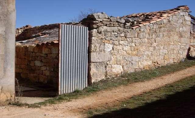 PARCELA+GARAJE+PATIO.  ALMAZAN.  ALQUILO - foto 3