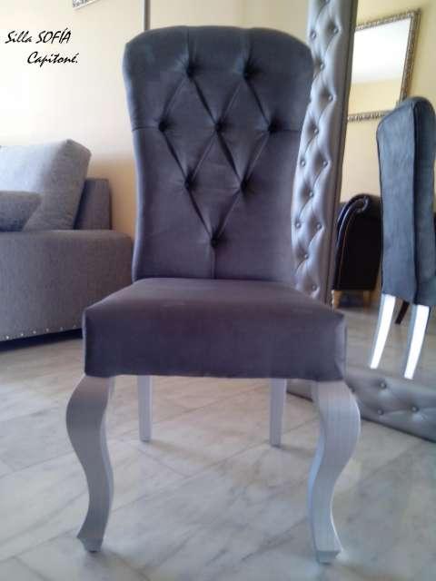 silla isabelina de madera con capitone en cuero