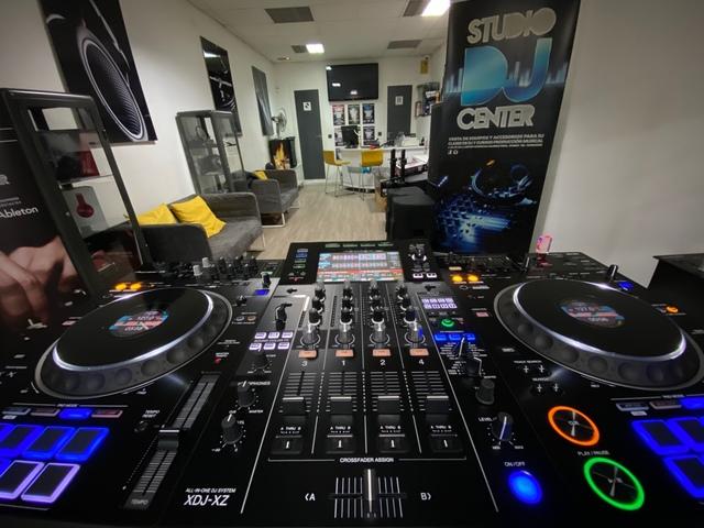 CLASES DE DJ CON TECHNICS Y CDJ-3000