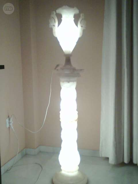 LAMPARA DE COLUMNA Y JARRON DE MARMOL