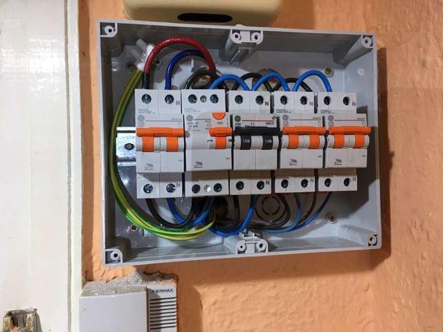 INSTALADOR ELECTRICISTA AUTORIZADO - foto 8