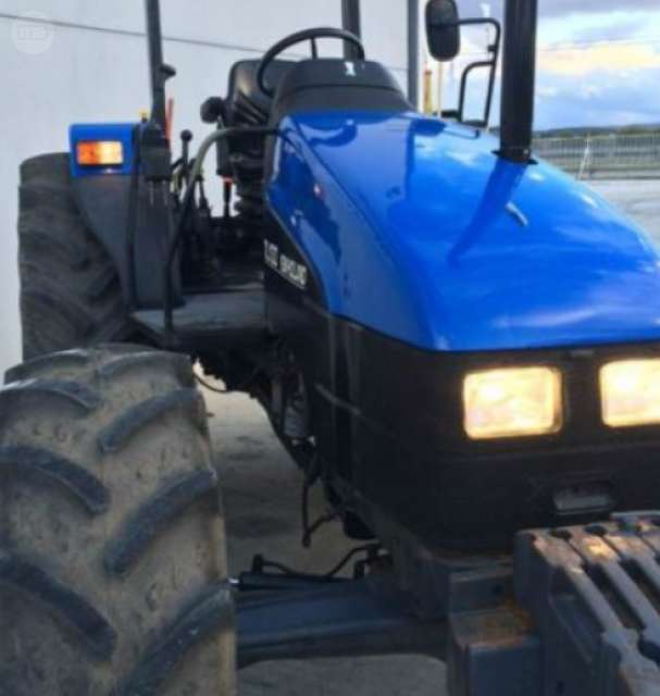 TRACTOR AGRÍCOLA NEW HOLLAND - TL100