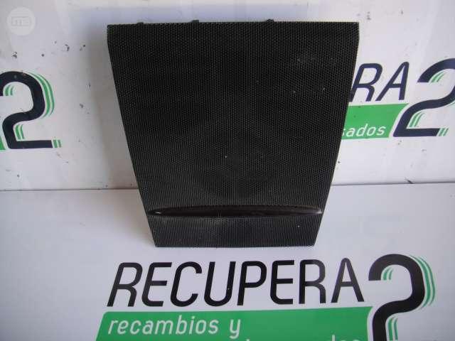 VENDO REJILLA SALPICADERO MERCEDES W245