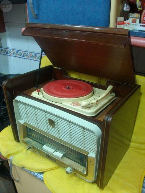 RADIO TOCADISCOS ANTIGUO