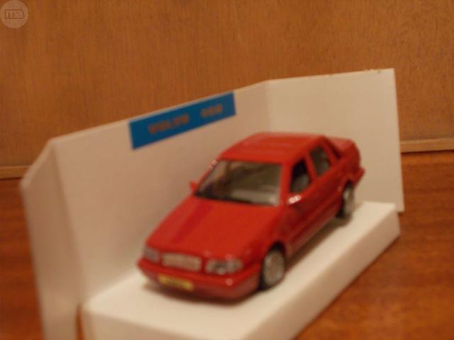 Coche Volvo 460 Rojo- Pilen Escala 1/43