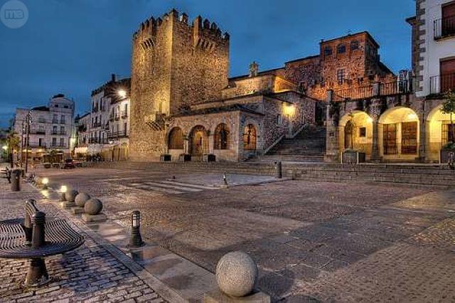 Resultado de imagen de Plaza Mayor de Cáceres