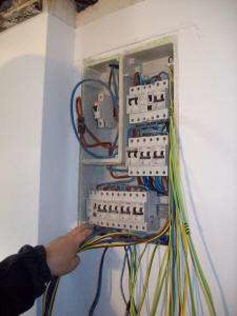 INSTALACIONES ELECTRICAS Y REPARACIONES - foto 2