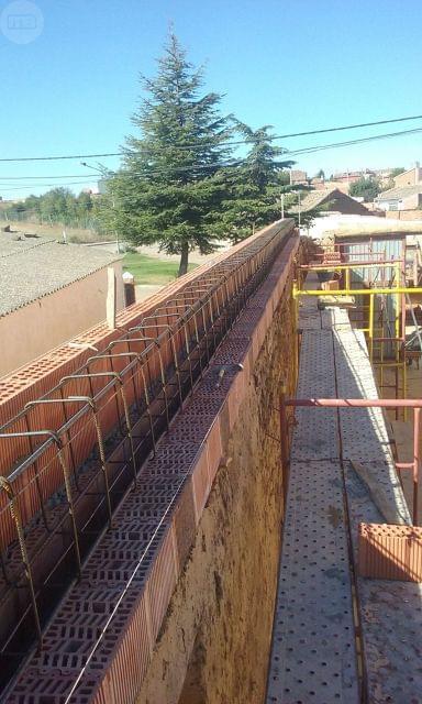 ALBAÑIL       CONSTRUCCIONES  Y REFORMAS - foto 4