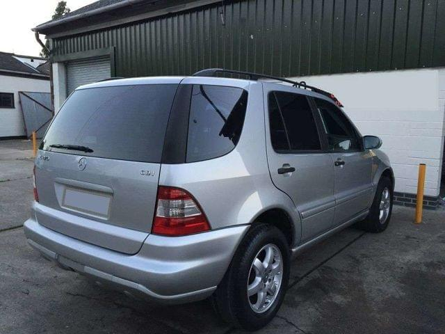 DESGUACE LATERAL MERCEDES ML W163