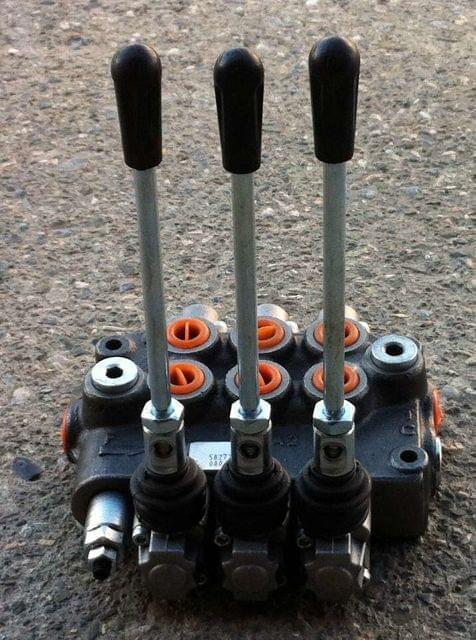 Distribuidor hidráulico 1 sección 40 L válvulas 1 palanca de doble efecto