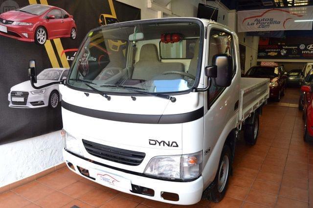 TOYOTA - DINA 100