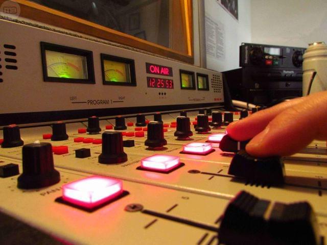 LOCUTOR RADIO PUBLICIDAD - foto 1