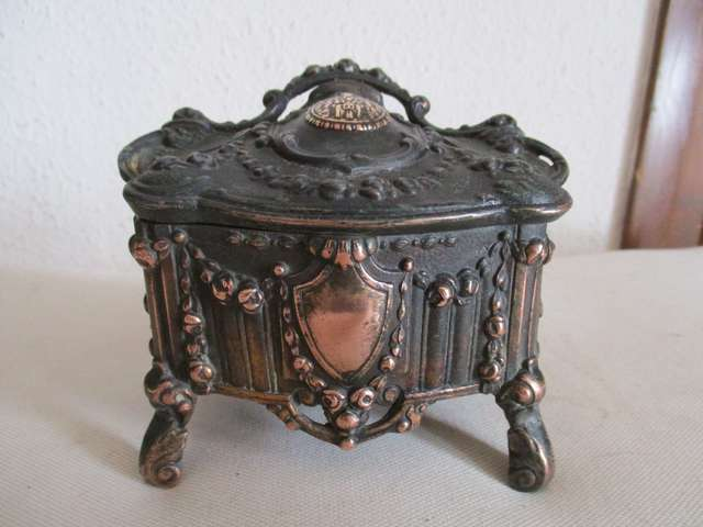 Antigua Caja Bronce, N. Sra. Montserrat.