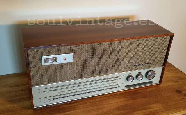 ANTIGUA RADIO DE VÁLVULAS AÑOS 60