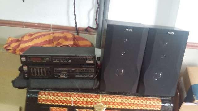 EQUIPO DE MÚSICA CON RADIO Y DOS ALTAVO.  - foto 1