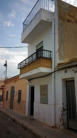 Casa A Reformar Con 2 Pisos Y Terraza