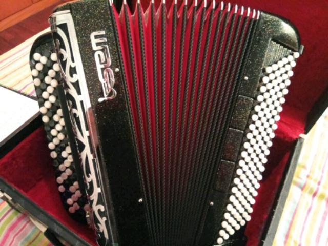 VENDO ACORDEON SEM-PIERMARIA CON MIDI