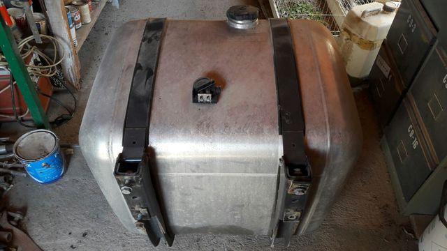 DEPOSITO AUXILIAR 450 L. - CAMIÓN MERCEDES