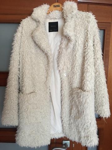 abrigo efecto pelo blanco zara