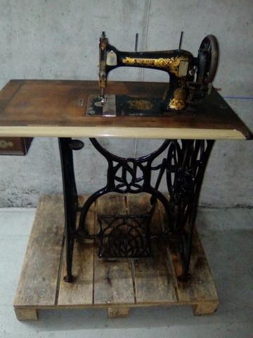 Maquina De Coser Naumann Antigua