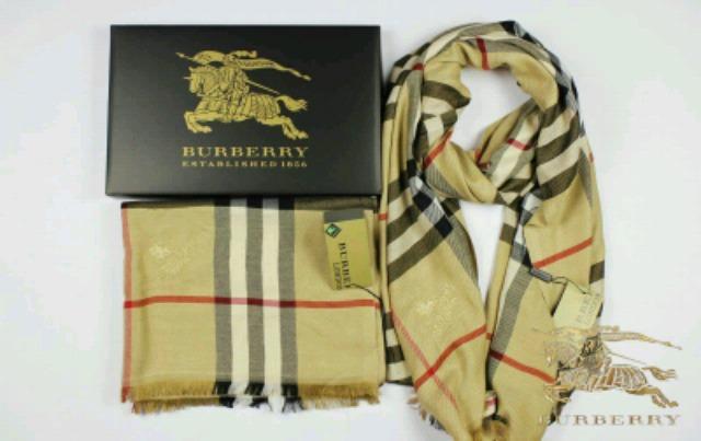 bajo precio 673d8 b967b BUFANDA BURBERRY CON CAJA AGOTADAS