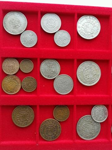 Monedas Coloniales Angola  Mozambique