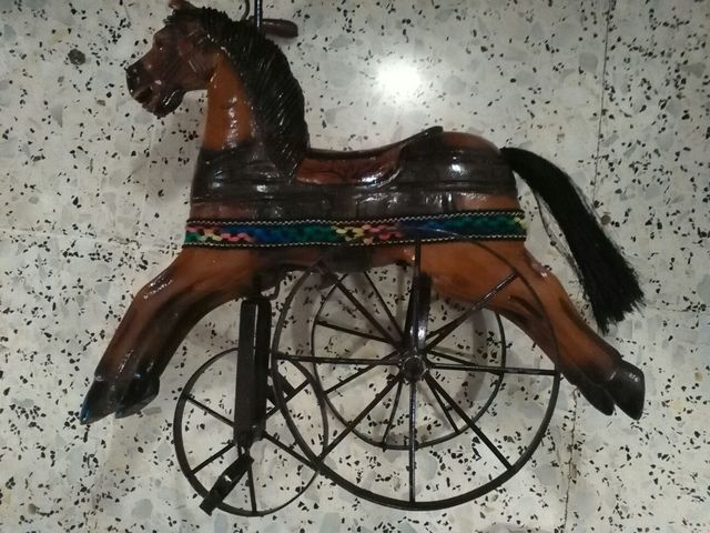 Triciclo Caballo Madera Vintage