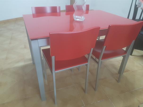 Mesas De Cocina Milanuncios.Mesa Cocina Y 4 Sillas Roja