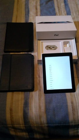 IPAD 16 GB WIFI + CARGADOR +  2 FUNDAS - foto 2