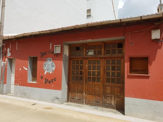 VENTA DE CASA CON BAJOS COMERCIALES - foto 5