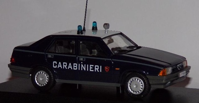 Alfa Romeo 75 Policia Carabineri Escala