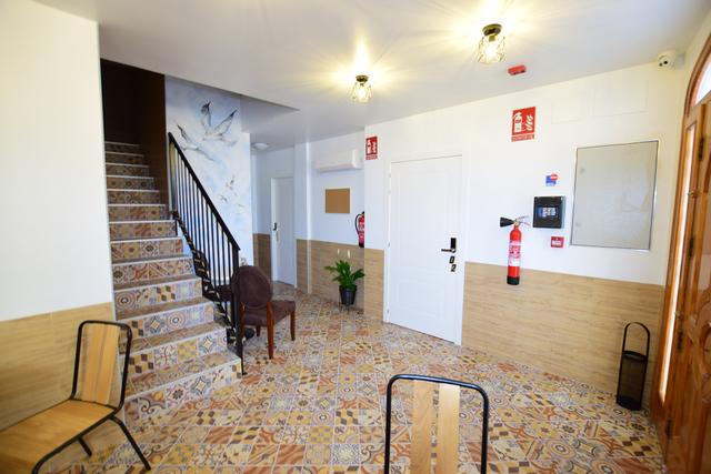 SE VENDE HOTEL 8 HABITACIONES - foto 1